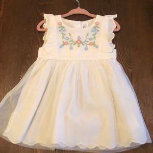 NWOT Cream dress with embroidered flowers